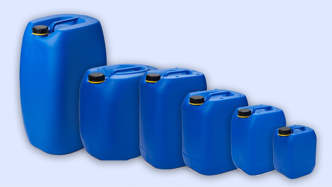 Blaue Kunststoffkanister mit Originalitätsverschluss